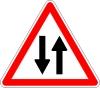 Si il y a une file de véhicules devant  qui circulent rapprochés sur une chaussée à double sens de circulation: