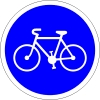 Si il y a une bande cyclable dans un rond point je dois céder le passage au vélos avant de sortir: